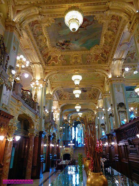 Mais uma para mostrar a decoração art deco do New York Cafe. Ficamos 2 dias em Budapeste, na Hungria, e montamos um roteiro com as atrações imperdíveis e preços!