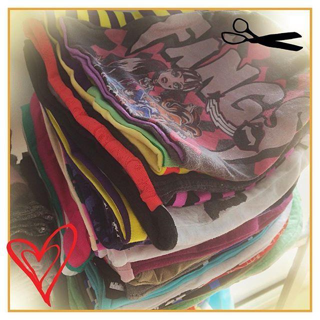 Lots of #beanies #gorro #pipo #recycledmaterial #recycledfabrics #recycle #recycled #reciclaje #reciclajecreativo #reciclajeconestilo #hechoamano #handmade #sewing #coser #style  #midiseño #mydesign #sustainable #sustainableliving #sustanible #sustaniblefashion #vhga #upcycle #reuse #oneofakind #piezasunicas #unique  #granalacant