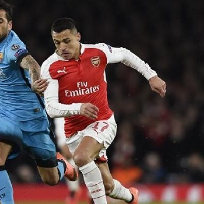 Best English Premier League Players of 2017:      Alexis Sanchez:    Alexis Alejandro Sánchez Sánchez, known as Alexis Sánchez or simply Alexis, is a Chilean professional footballer who plays as a forward for English club Arsenal and the Chilean national team.