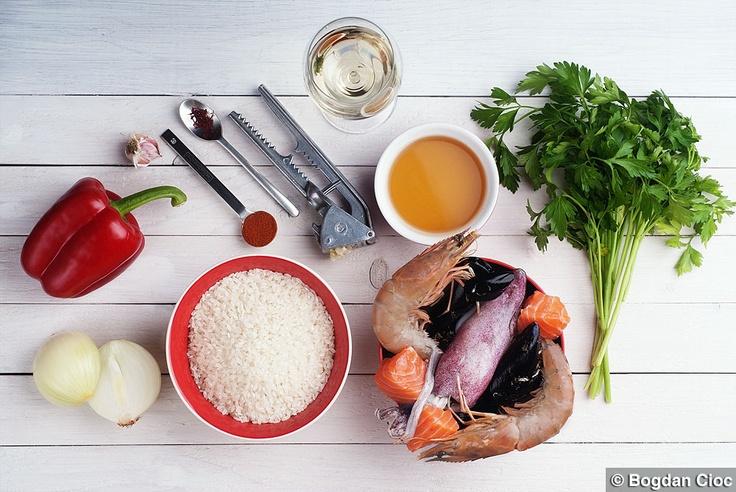 http://lovefood.ro/paella-cu-fructe-de-mare/