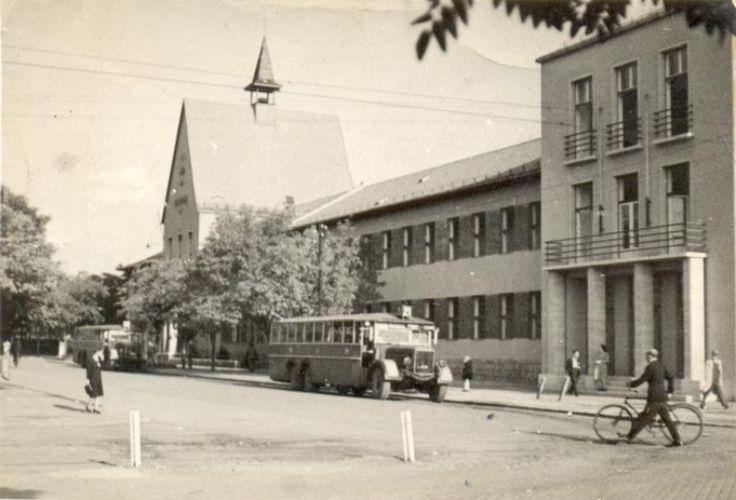 1930-as évek, Csepel, Szent Imre tér.A beküldőSzendi Zsolt szavaival:Csepel - Szt. Imre tér a háború előtt. Bal szélen a