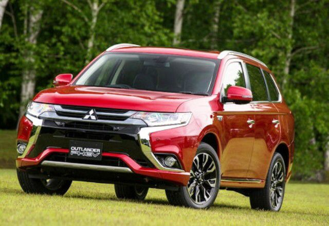 Mitsubishi Outlander PHEV - orient red. Yes please!