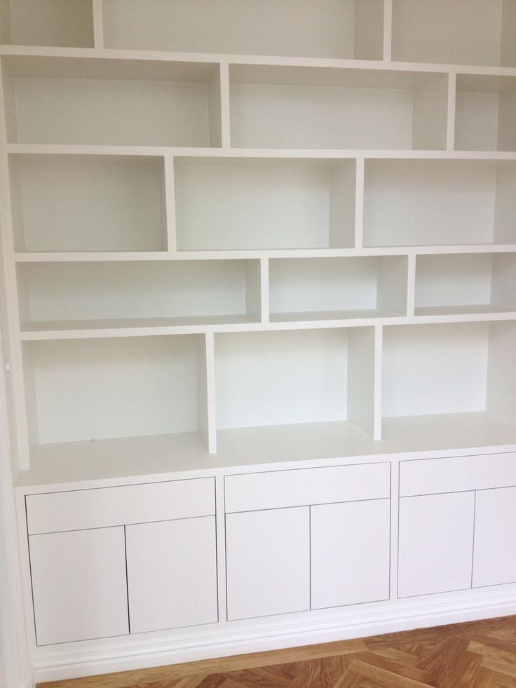 Idee van gesloten kasten onder de boekenkast