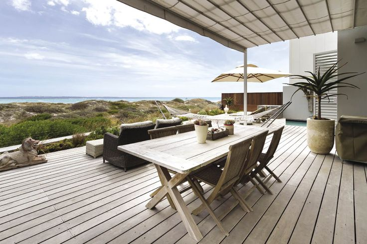 You will find this delightful property in an exclusive state on Cape Town's west coast, where both birdlife and sea life are abundant.
