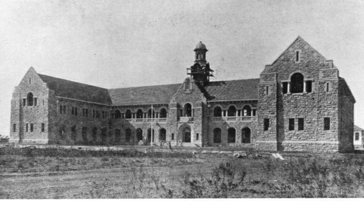 Tukkies: Ou Lettere gebou in 1910, die jaar wat die gebou voltooi is.
