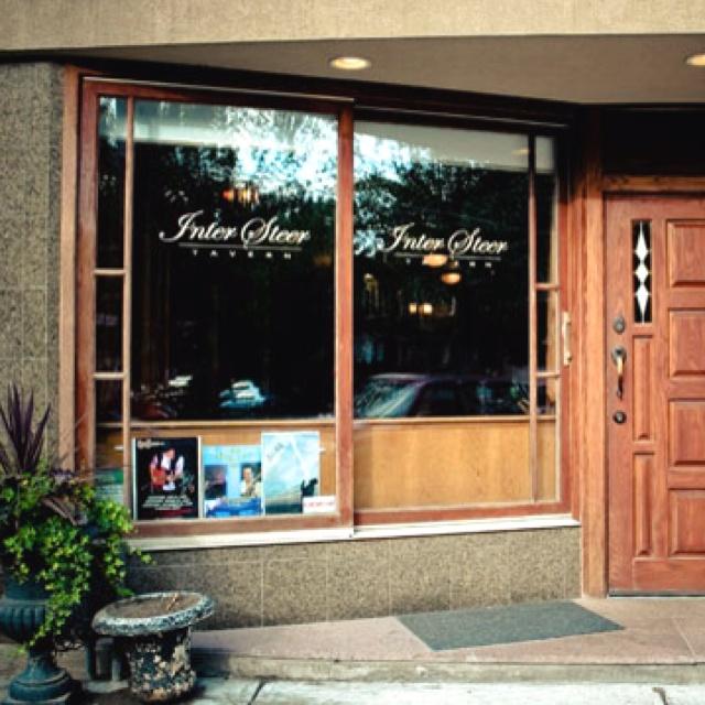 Inter Steer Tavern - 357 Roncesvalles Avenue