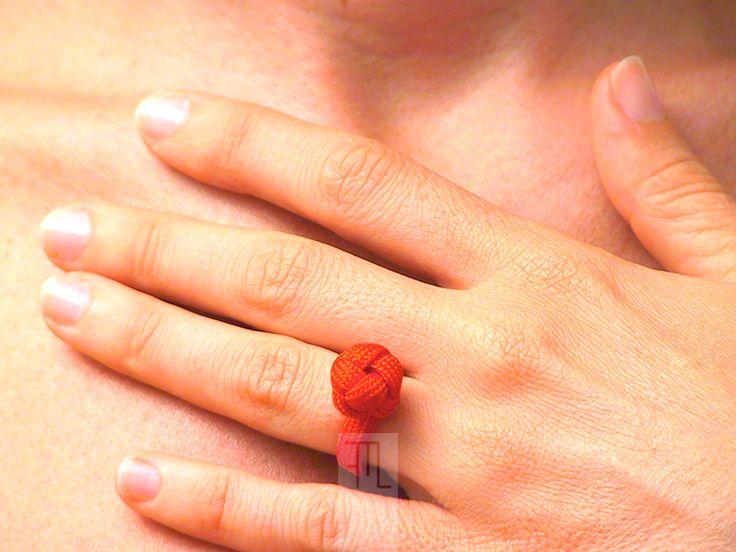 #Anelli - solitario in #paracord rossa con nodo diamante - un prodotto unico di #FMLdesign su #DaWanda