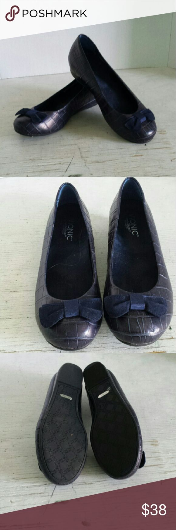 Vionic Navy Ballet Flat A very pretty pair of Vionic ballet flats with a suede bow on the toe.  In very good condition,  they appear unworn. Vionic Shoes Flats & Loafers