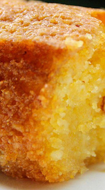 Lemon Polenta Cake 200g burro morbido più extra per stampo-200g zucchero-200g farina di mandorle-100g polenta 1½ cucchiaino lievito in polvere-3 uova-Zest di 2 limoni per lo sciroppo:-succo di 2 limoni-125g zucchero a velo panna montata o yogurt naturale,per servire (optional)