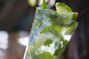 Mojito cocktail on bar counter - Dana Hoff/Photographer's Choice RF/Getty Images