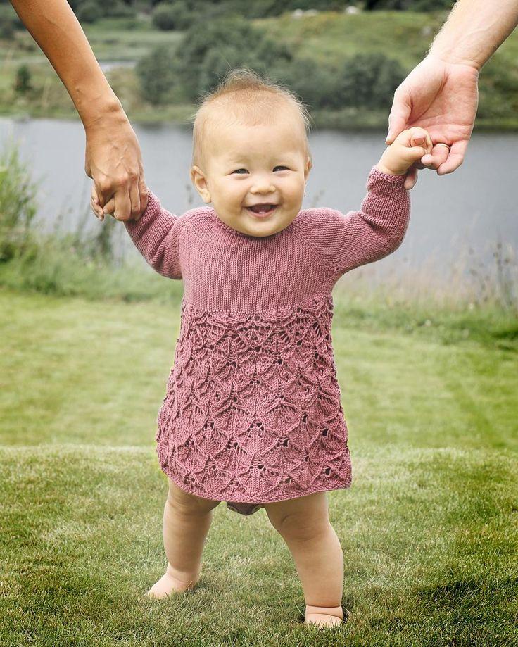 """2,526 likerklikk, 32 kommentarer – @klompelompe på Instagram: """"Søteste Anna Elise i Emma-kjolebody #klompelompe #babystrikk Oppskrift finner du i…"""""""