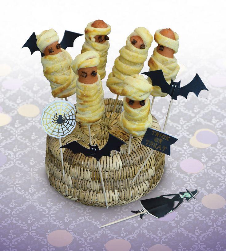 Célébrez Halloween avec nos 10 recettes effrayantes. Saucisses momies, pommes de mort, cupcakes fantôme...les enfants et les adultes vont adorer.