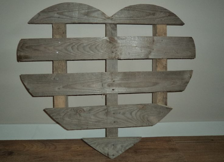 16 Pallet Wall Decorations For Creative Home Owners - Kelly's Diy Blog