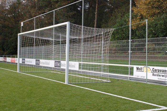 Voetbaldoelen kooimodel, ook wel WK voetbaldoelen genoemd. Voetbaldoelen met de mooiste netafhanging. En bij SKWshop voor bijzonder scherpe prijzen!