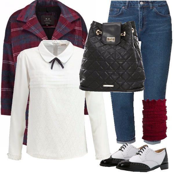 """Metti un mom jeans e crea un look grunge molto ricercato. Sono i jeans del momento, dritti e a volte anche oversize usati perlopiù nello stile """"punkettaro""""!! Io in questo outfit per stemperare il rigore del punk ho deciso di abbinarli ad una camicetta con fiocco che fa molto college, ad un cappottino in tessuto principe di galles e alle immancabili stringate duocromatiche! completano il look degli scaldamuscoli e la borsa a zainetto... A me questo look ricorda l'infanzia e a voi??"""