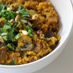 Debloat and Detox With This Turmeric-Spiced Mushroom Pilaf - raisins