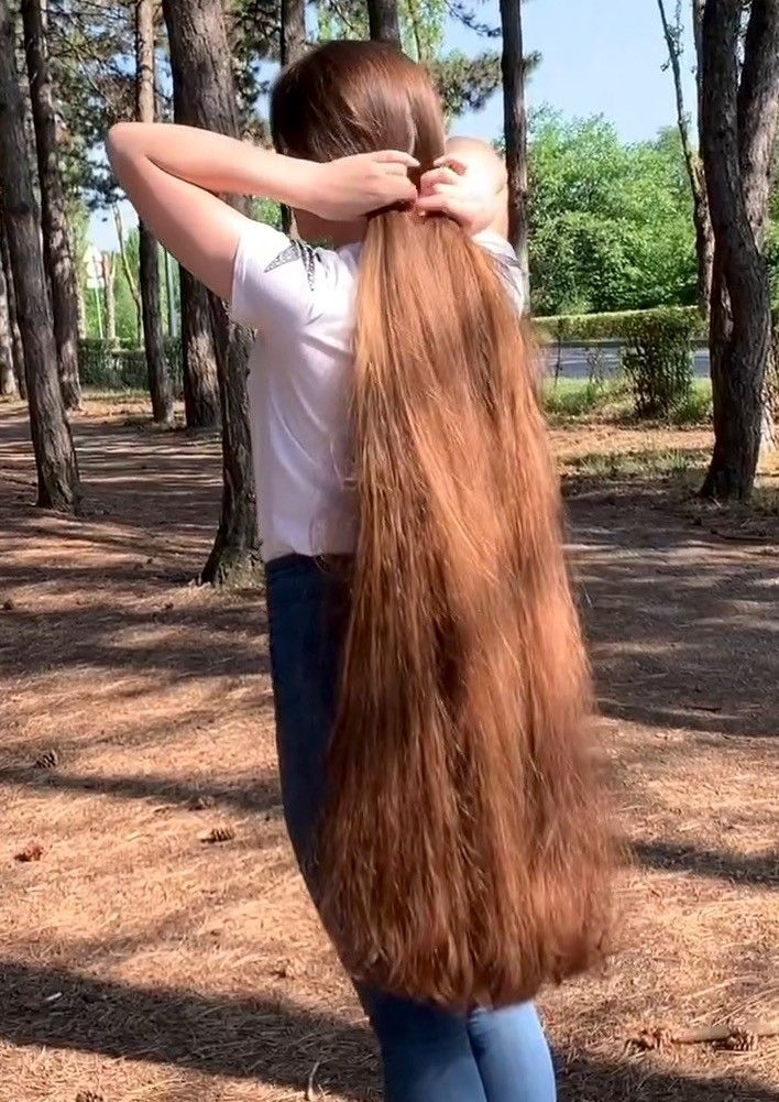 Video Extreme Hair Anzhela Realrapunzels In 2020 Extreme Hair Long Hair Styles Really Long Hair
