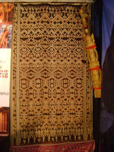 kain tenun kalimantan timur | kain tenun ikat dayak tahukah anda kain tenun ikat dayak termasuk kain ...