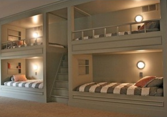 4 bed room/stairs