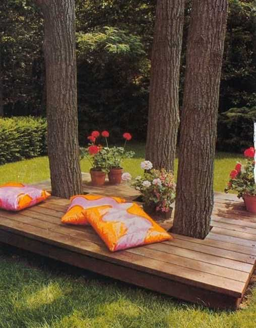 do we need to deck around the pine at the upper patio ? wooden bench with pillows