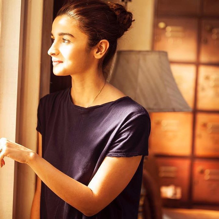 Alia Bhatt Costumes at Dear Zindagi Movie