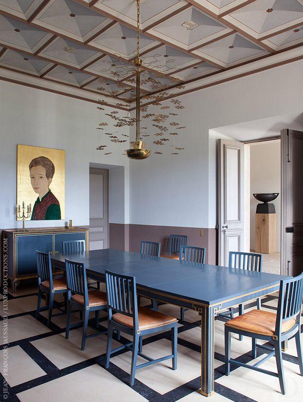 Замок декоратора Пьера Йовановича в Провансе. Нажмите на фото, чтобы посмотреть все интерьеры замка.