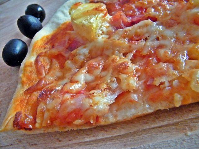 A tökéletes pizzarecept, ha jól alkalmazzuk arra is jó, hogy életünk párját meghódítsuk vele, nekem legalábbis sikerült.