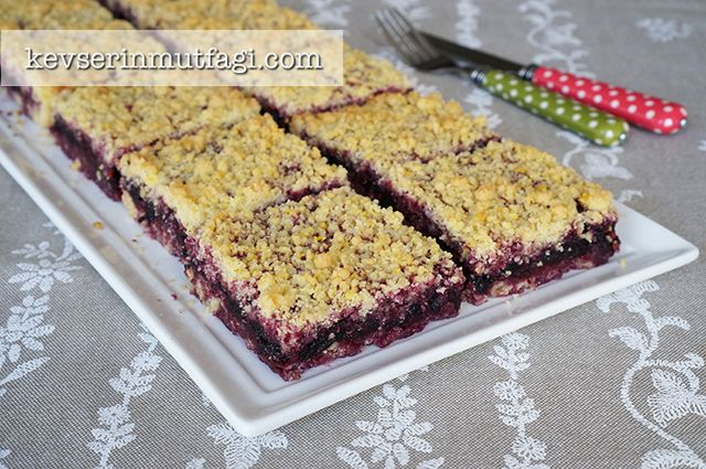 Black Mulberry Crumble Bar Recipe Desserts with butter, flour, sugar, eggs, vanilla sugar, baking powder, mulberries, sugar
