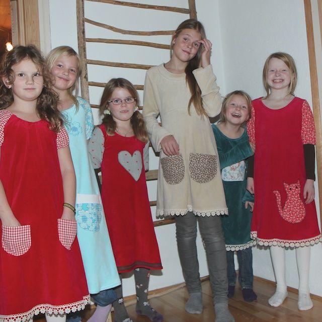 Kaklekurs. Jenter på sykurs har designet og sydd sine egne kjoler. #kakle #kakleklær #kjole #søm #sewing