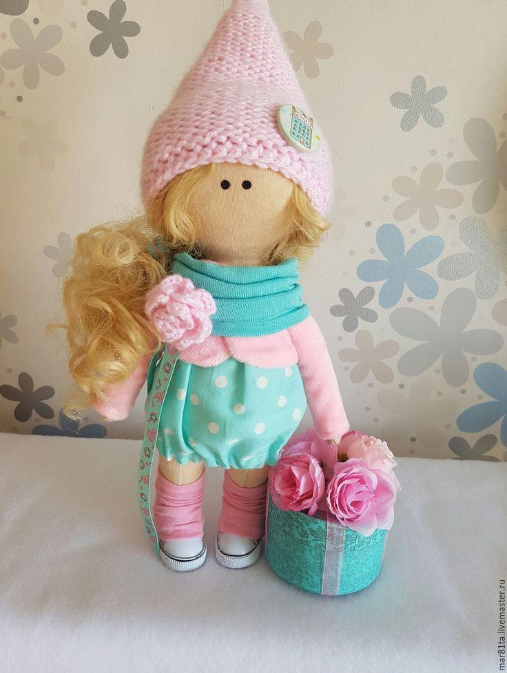 Купить или заказать Интерьерная куколка ручной работы в интернет-магазине на Ярмарке Мастеров. Интерьерная текстильная куколка ручной работы гномочка с озорными кудряшками ищет уютный дом.Куколка выполнена в мятно-розовом цвете.Ростиком 25 см без шапочки.