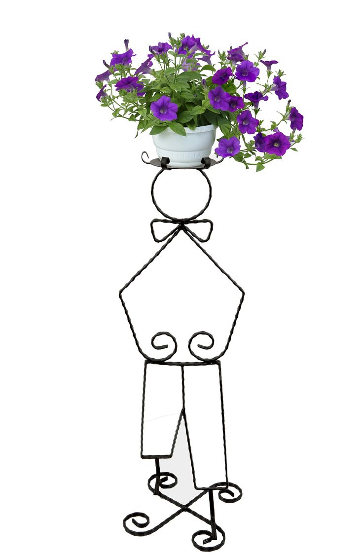 This flower pot holder combines the image of a little boy with flowers at the top of its head. It could teach children to love and care for the flowers and nature in the same time. The quality of wrought iron guarantees that the support is stable and can be placed anywhere, specificaly in your garden.