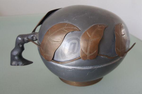 Cutie decor din zinc este fabricat de 365mag.ro costă 39 lei . Cutie decor din zinc se afla pe stoc si se plateste la primirea coletului. Mai multe produse din categoria Antichitati - Artizanat - Colectionabile