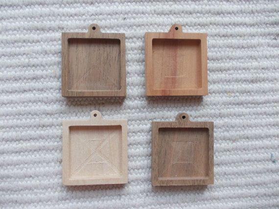 neliömuotoinen korupohja, kapussipohja, täytettävä korupohja riipus, puutyö, korupohja koruharsitöihin,  puinen korupohja, puinen harrastustarvike, askartelutarvike 4 pieces dark walnut/cherry/ash wooden square shaped pendant/brooch base for jewel or pin making.