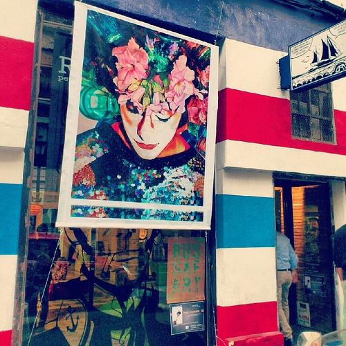 Russafart en Ruzafa, Valencia. Los colores del barbero.