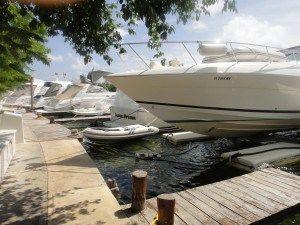 El Sotavento Hotel & Yacht Club está situado directamente en la laguna Nichupté, frente al mar Caribe, en la zona hotelera de Cancún... #Cancun #Mexico #Hoteles