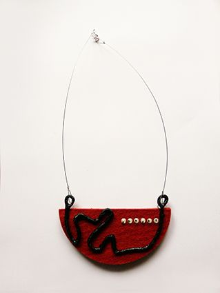 """face"" necklace >wire/black silk fiber paper/felt/""eye"" details/silver"
