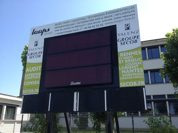 Tableau d'affichage sportif Bodet installé à Saint Malo pour le club de football USSM Les Diables Noirs. http://www.bodet-sport.com/actualite/le-club-de-football-de-st-malo-s-equipe-en-tableau-de-scores-bodet.html