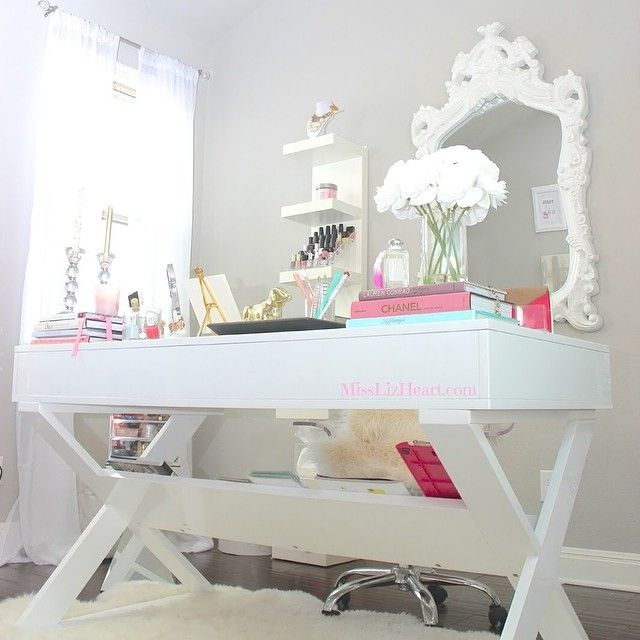 @misslizheart revamped her home office with our Jett Desk--gorgeous!
