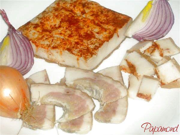 Prin urmare vom întâlni în Ardeal drept şuncă, pulpa din spate a porcului iar în Moldova şi Oltenia sunca de porc este slănina sau slana.