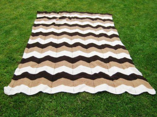 Ich biete hier eine originale und originelle Tagesdecke aus den 70er Jahren zum Kauf an. Die Decke...,Tagesdecke Wolldecke Häkeldecke 70er Jahre Vintage Bettüberwurf in Hamburg - Hamburg Schnelsen, 40,-