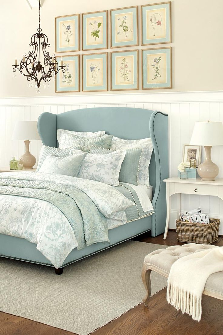 Blue wing bed and washed color palette! Love this beachy home decor! #homedecor #bedroomfurniture