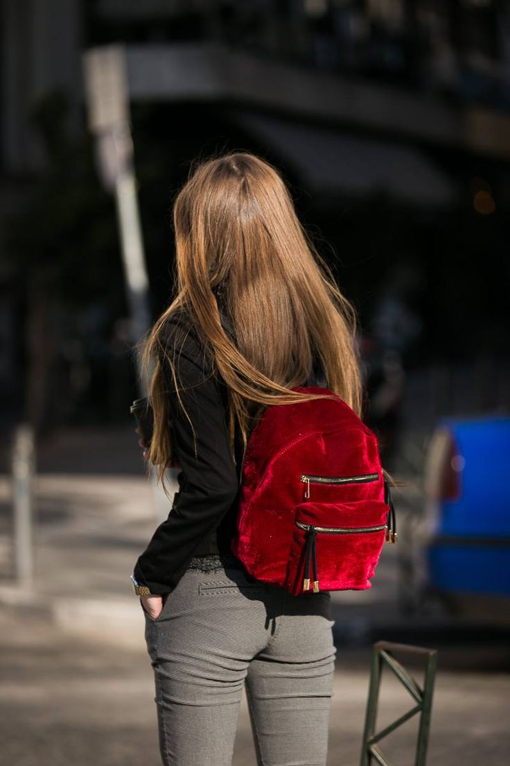 Red velvet backpack. Two small pockets on the front. Golden hardware. Adjustable shoulder strap. Zip closure. Genuine leather. Made in Italy. https://www.modaboom.com/kokkino-sakidio-veloute-en.html