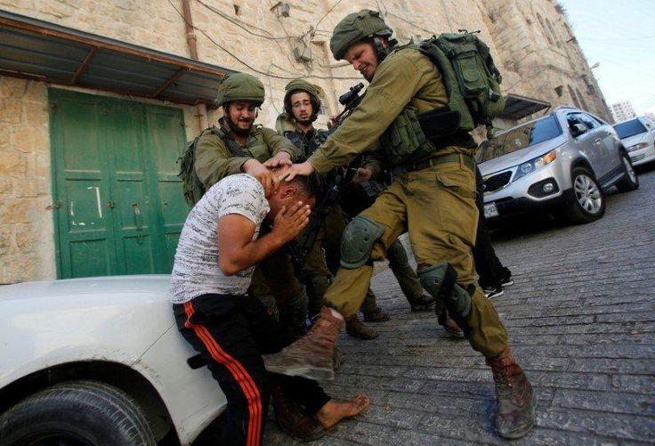 "Tentara penjajah ""Israel"" menyerbu Yerusalem timur menculik pemuda Palestina  PALESTINA (Arrahmah.com) - Tentara penjajah ""Israel"" pada Selasa (15/11/2016) menyerbu Ras Al-Amoud kawasan Silwan di Yerusalem Timur yang diduduki dan menculik seorang pemuda Palestina lansir MEMO.  Tentara Zionis memasuki kota Hizma dan Al-Issawiya dan bentrok dengan para pemuda Palestina.  Beberapa jip militer memasuki Ras Al-Amoud mencari rumah dan menculik mantan tahanan politik yang diidentifikasi sebagai…"