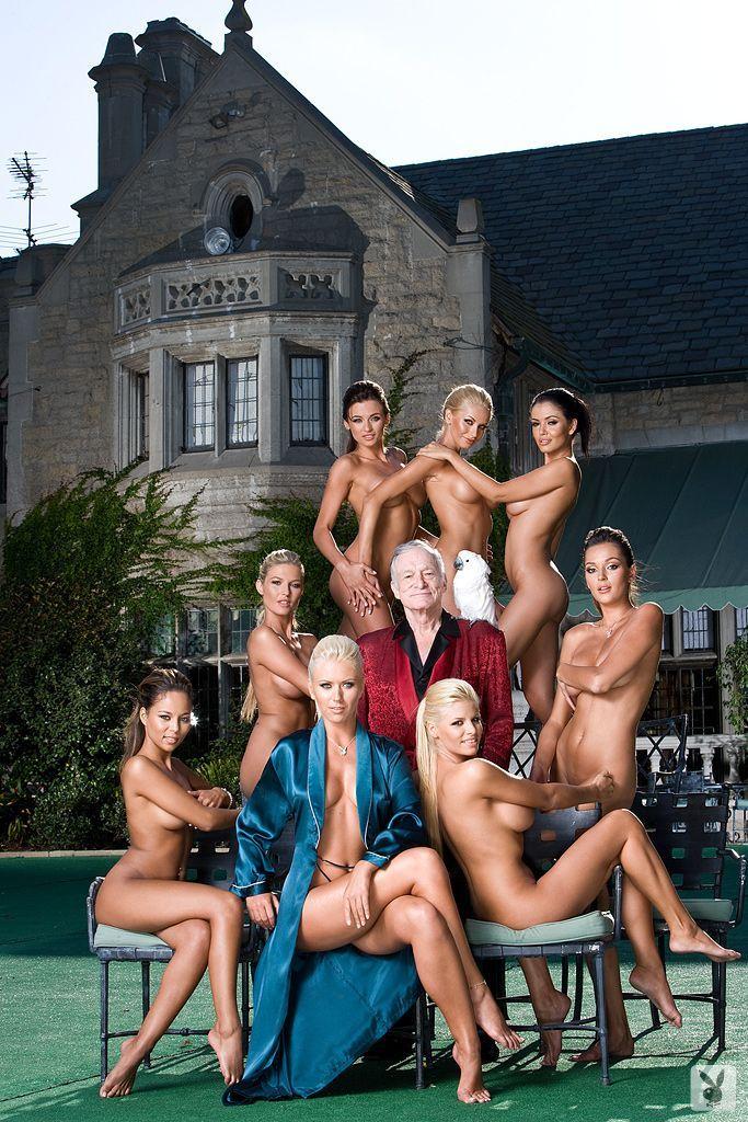 """Morreu Hugh Hefner, fundador da """"Playboy""""  Hugh Hefner: as imagens mais icónicas do verdadeiro Playboy! o bon vivant que fez sucesso vendendo seu próprio estilo de vida a milhões de homens no mundo. Pamela Anderson despede-se de Hugh Hefner. fundador da Playboy, RIP Hugh Hefner"""