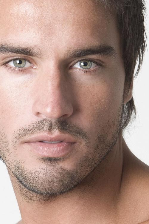 Мужчины с зелеными глазами фото