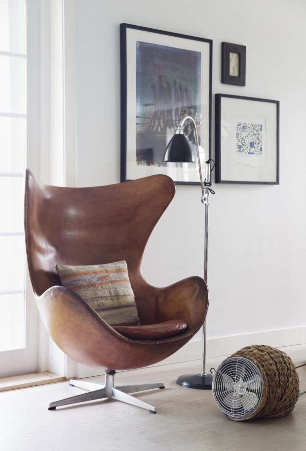 Thought you might enjoy a little chair porn to get you going for the weekend. Not only is the Arne Jacobsen Egg chair one of the hottest chairs of our era (designed in 1958 and still HOT STUFF), but i