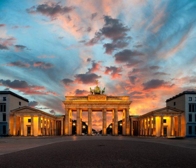Brandenburger Tor Bei Sonnenuntergang In 2020 Sonnenuntergang Brandenburger Tor Untergang