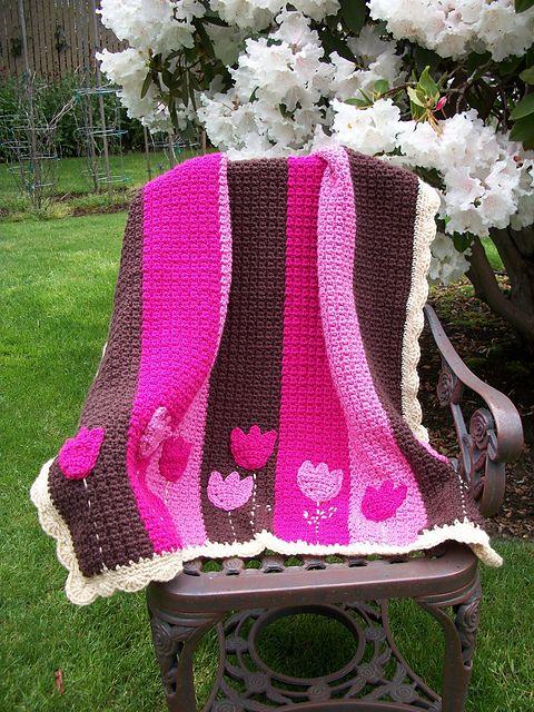 Tulip Baby Blanket pattern by Rebecca Lueck, via Ravelry.