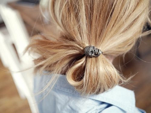 love the skull hair tie