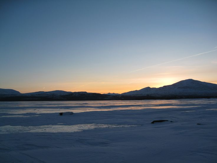 At this latitude, in winter, the sun does its best to peak above the horizon.